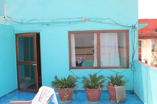 Kedareswar Bed & Breakfast: テラス横のガンガー一望できる部屋