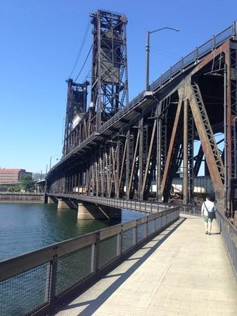 Tom McCall Waterfront Park: one of many bridges with bike and pedestrian pathways across the Willamette River.