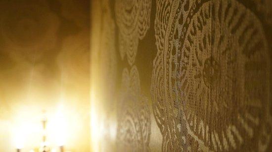 Albergo del Senato : Bedroom wall decor