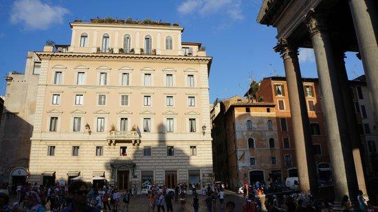 Albergo del Senato : Next to the Pantheon
