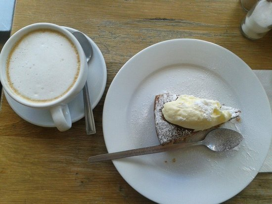 Timoney's: Latte and homemade carrot cake - totally delectable!