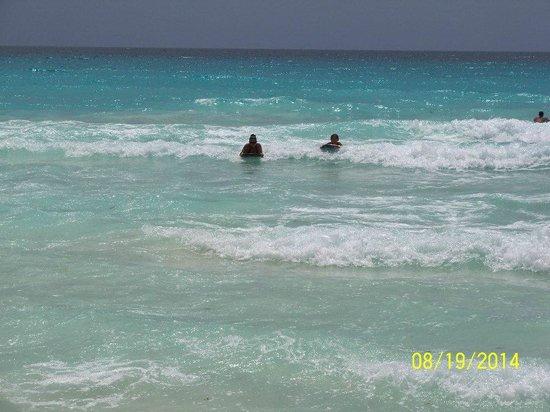 ME Cancun: Beautiful warm water beaches