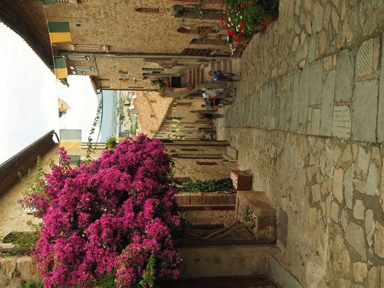 Hotel L'Approdo: very pretty and quiet old town