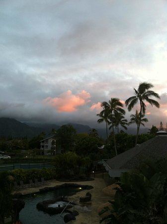 Cliffs at Princeville: sunset over the mountains