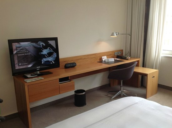 Swissôtel Bremen: Zimmer, Teilansicht