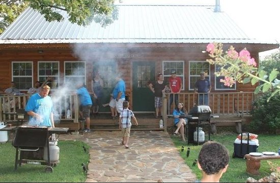 Lee's Grand Lake Resort: Cook Shack - great place for a family gathering!