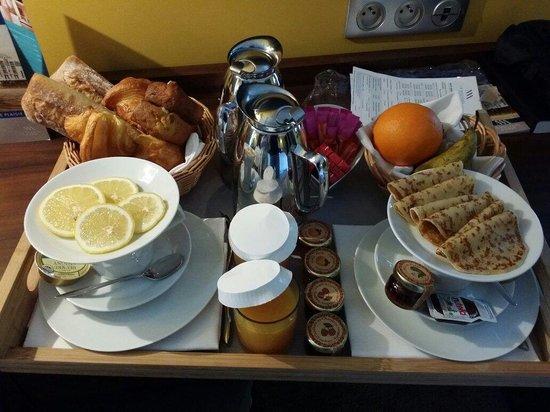 Hotel Le Nouveau Monde: Petit déjeuner en chambre