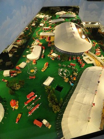 The Ringling: Miniature circus layout