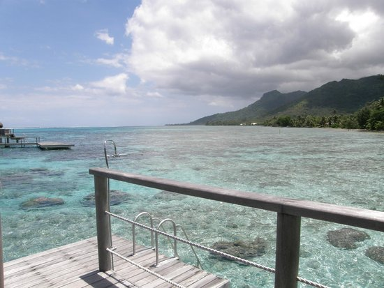 Sofitel Moorea Ia Ora Beach Resort : View from the balcony of our overwater bungalow