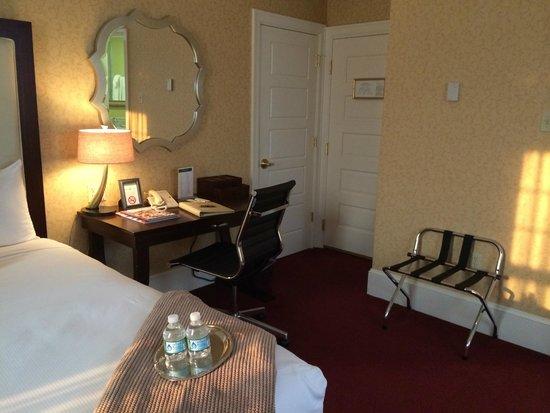 Wayne Hotel: Room