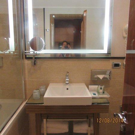 UNA Hotel Roma: banheiro