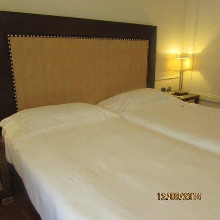 UNA Hotel Roma: camas