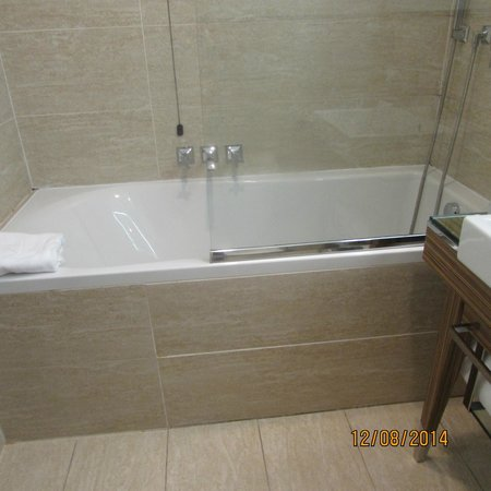 UNA Hotel Roma: banheira