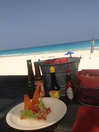 Live Aqua Beach Resort Cancun: Sea Corner is hard to find but well worth it! The restaurant with the best view and delicious fo