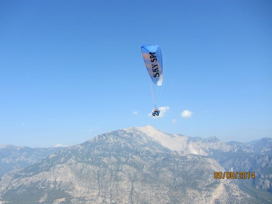 Sky Sports paragliding: Flying