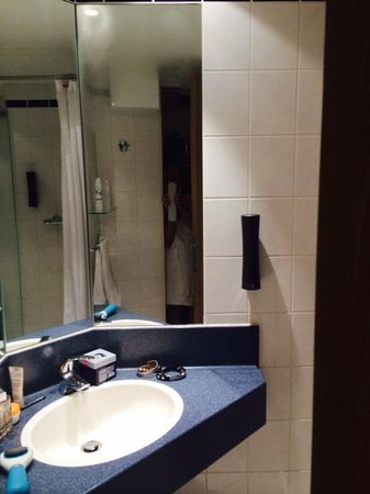 Holiday Inn Express Koln-Mulheim : lavabo