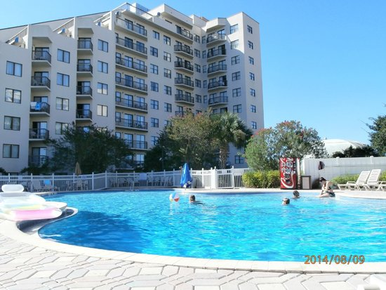The Enclave Hotel & Suites: Pool area