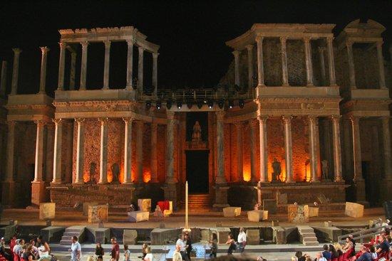 Teatro Romano de Mérida: Teatro romano nocturno
