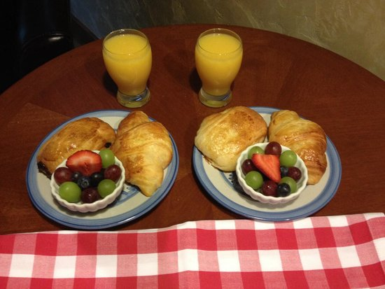 Hotel Chateau Chamonix : The continental breakfast, which consists of a croissant, a pain de chocolat (pastry with chocol