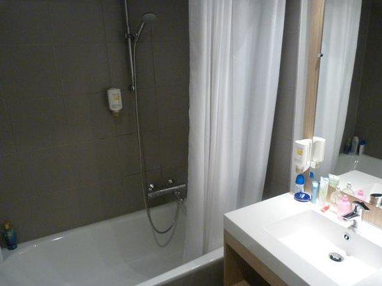 Adagio Access Brussels Europe : baño
