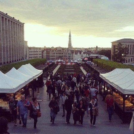 Adagio Access Brussels Europe: Jardin du Mont des Arts, de camino al centro