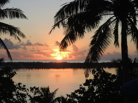 Pension Teheimana: coucher du soleil Maupiti