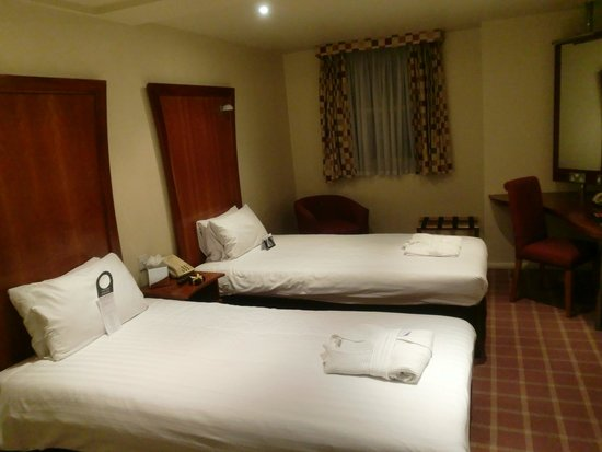 Corus Hotel Hyde Park London: 部屋
