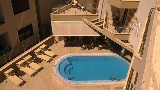 Hotel Del Mar: Pool view from room 304