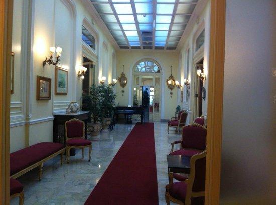 Grand Hotel et Des Palmes : corridoio per raggiungere la breakfast room