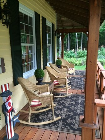Tranquil Woods Victorian Inn: A quiet front porch for morning and evenings. Relaxing...