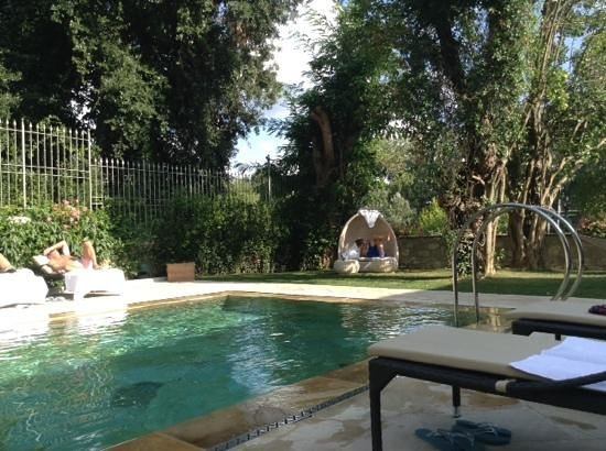 Ville sull'Arno Hotel : Giardino su piscina