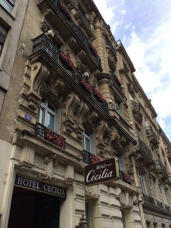 Hôtel Cécilia Paris Arc de Triomphe : Hotel Cécilia on Av. Mac Mahon