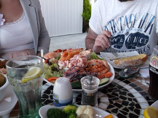 The Waterfront Inn: Seafood platter, image does no justice to size!