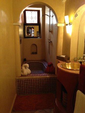 Riad Dar Zaya: Bathroom which looks like an original Hammam