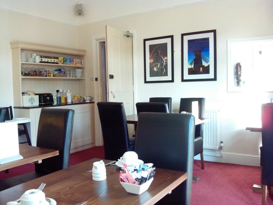 Brayford Guest House: dining room