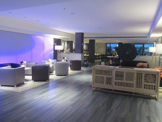 Catalonia Square: Lounge/bar