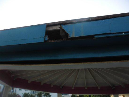 Crown Resorts Elamaris: General dis repair