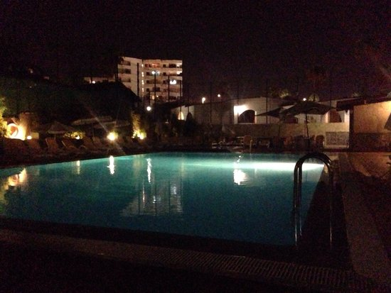 Rebecca Park Apartments: The pool by night