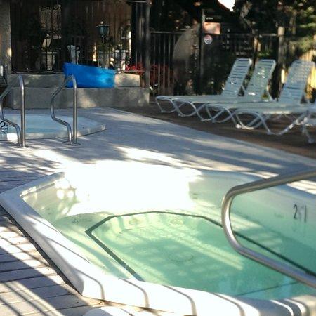 Mourelatos Lakeshore Resort : Hot Tubs