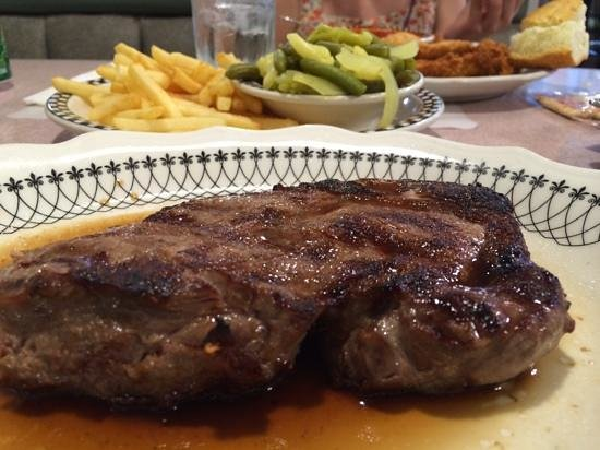 Murray Hill Diner : perfect steak!