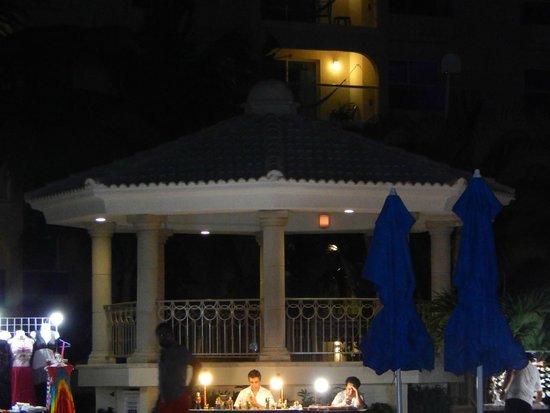 Barcelo Costa Cancun: Cerca de la piscina