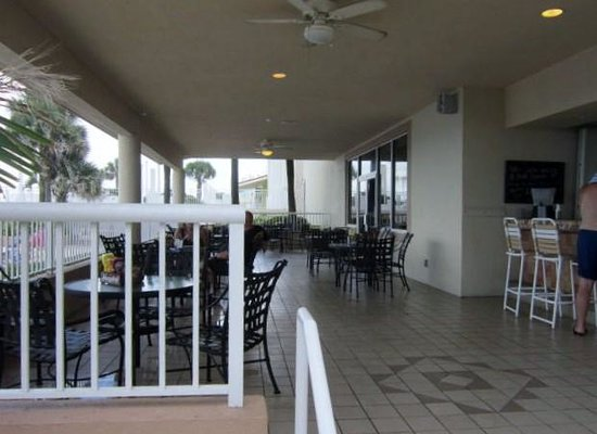 Seaside Bistro and Bar : Outdoor seating