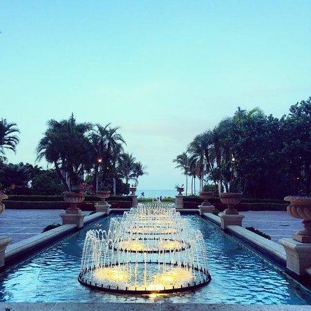The Ritz-Carlton Key Biscayne, Miami: fountains leading to the beach