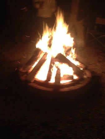 Salmon Falls River Camping Resort : Enjoying a fire