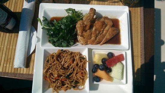 Archipelago Wildlife Cruises: Chicken Lunch