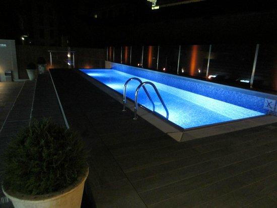 Catalonia Square: Roof pool