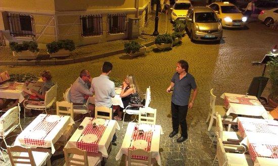 Dubb Ethnic Restaurant: outdoor seating