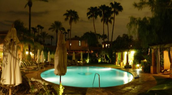 Royal Palms Resort and Spa: Refreshin Pool