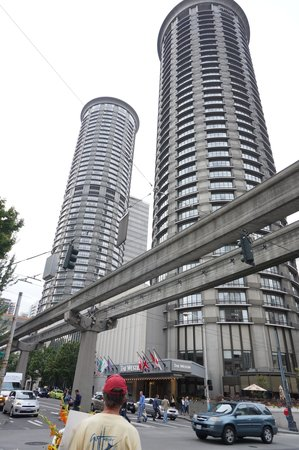 The Westin Seattle: Westin Hotel Towers and Monorail