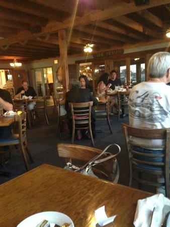 Island House Restaurant: The Dining Room